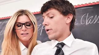 Ms. Summer cannot resist Rion King'_s huge cock giving a blowjob!