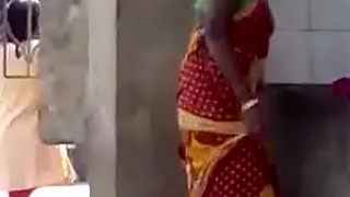 Sexy indian aunty exposing her nude body